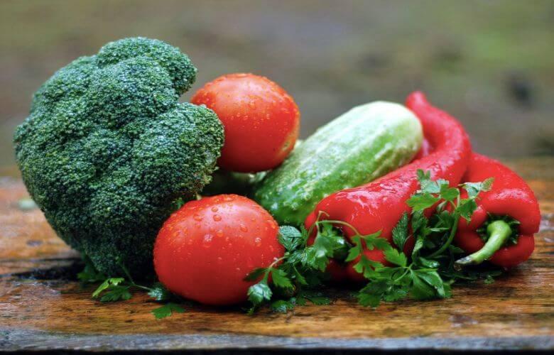 rauwe groenten gekookte groenten